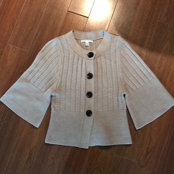 Beautiful knit cardigan with oversized buttons